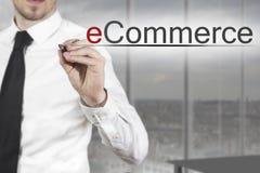 Comercio electrónico de la escritura del hombre de negocios en el aire Imagen de archivo