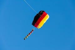 Cometa con el cielo azul Foto de archivo libre de regalías