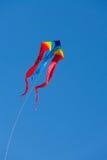 Cometa con el cielo azul Foto de archivo