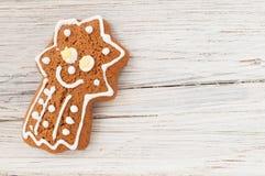 Cometa del pan di zenzero di Natale su fondo di legno Fotografie Stock Libere da Diritti