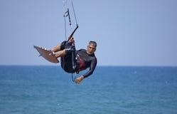 Cometa-persona que practica surf Imagenes de archivo