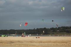 Cometa que practica surf en Albufeira Portugal Imagen de archivo