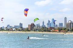Cometa que practica surf en St Kilda Beach en Melbourne Fotografía de archivo libre de regalías