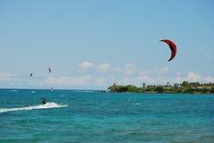 Cometa que practica surf la isla grande Imagen de archivo
