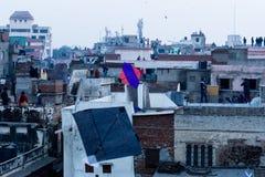 Cometas contra los tejados en Jaipur fotografía de archivo