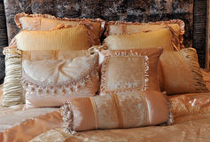 Comfortabel bed royalty-vrije stock fotografie