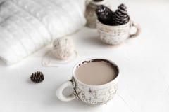 Comfortabel Ontbijt met koffie en melk Levensstijlconcept Stock Foto's