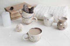 Comfortabel Ontbijt met koffie en melk Levensstijlconcept Royalty-vrije Stock Fotografie