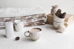 Comfortabel Ontbijt met koffie en melk Levensstijlconcept Stock Fotografie