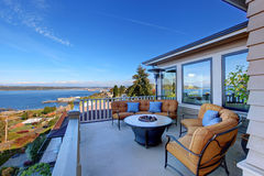 Comfortabel terrasgebied met Puget Sound-mening Tacoma, WA Royalty-vrije Stock Foto's