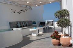 Comfortabel wit open terras Stock Afbeeldingen