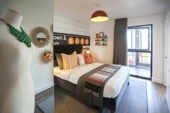 Comfortabele huisslaapkamer Stock Foto's