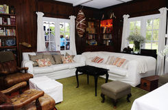 Comfortabele Plattelandshuisjezaal Royalty-vrije Stock Afbeelding
