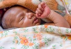 Comfortabele slaapbaby Stock Fotografie