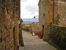 Comfortabele straten van de Italiaanse stad civita-Di-Bagnoredgio Stock Foto