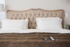 Comfortable double bed in an hotel room Royalty Free Stock Photography