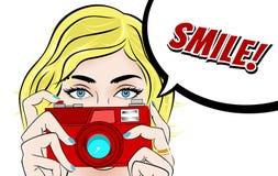 Comic-Buch-Pop-Arten-Illustration mit Mädchen Filmstar mit Foto-Kamera Fotograf oder Videographer-Weinlese-Werbung Lizenzfreies Stockbild