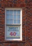 Comico firmi dentro la finestra Fotografia Stock Libera da Diritti