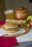 Comida americana con la hamburguesa Imagen de archivo libre de regalías