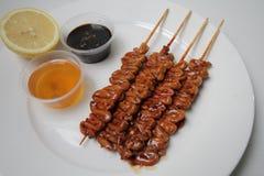 Comida asada a la parrilla de la calle de Philippnes del intestino del pollo fotografía de archivo libre de regalías
