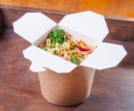 Comida asiática China de los tallarines de las verduras Foto de archivo libre de regalías