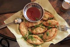 Comida asiática: momo frito Imagenes de archivo