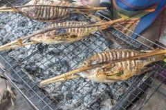 Comida asiática, pescado en la barbacoa fotografía de archivo