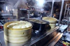 Comida caliente en un banquete Foto de archivo libre de regalías