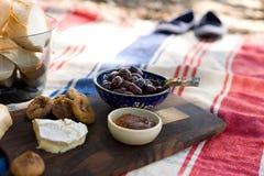 Comida campestre al aire libre de la playa del verano Fotografía de archivo