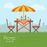 Comida campestre al aire libre en parque Fotos de archivo libres de regalías