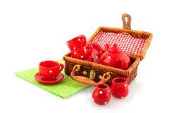 Comida campestre con loza roja imágenes de archivo libres de regalías