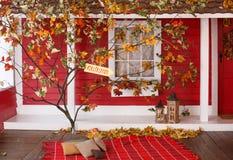 Comida campestre del otoño en el mirador de una casa de campo Foto de archivo