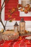 Comida campestre del otoño en el mirador de una casa de campo Fotografía de archivo