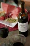 Comida campestre del verano con el vino y la sandía Fotografía de archivo