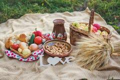 Comida campestre en estilo ucraniano imagen de archivo libre de regalías