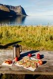 Comida campestre en un día soleado Imagen de archivo