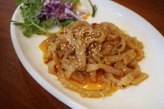 Comida china del aperitivo de las medusas del aceite de sésamo foto de archivo
