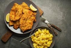 Comida con el filete y la patata del pollo Fotos de archivo