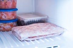 Comida congelada en el congelador Productos para el invierno en el refrigerador imagen de archivo libre de regalías