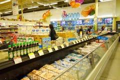 Comida congelada en el supermercado Fotografía de archivo libre de regalías