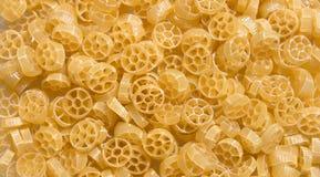 Comida cruda de las pastas de los macarrones de Penne Rigate del italiano Fotografía de archivo libre de regalías