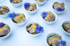 Comida de carne adornada preciosa en el evento de la celebración Imágenes de archivo libres de regalías