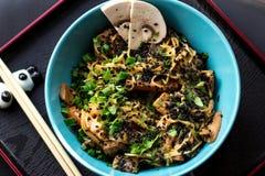 Comida de China con carne de vaca y la zanahoria fotos de archivo