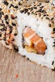 Comida de Japón del rollo del japonés del sushi fresca Imagen de archivo