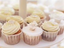 Comida de la boda - capcake blanco Imagen de archivo libre de regalías