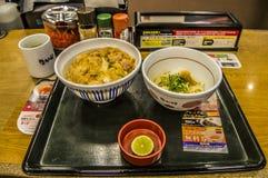 Comida de la cadena Nakau de los alimentos de preparación rápida en Osaka Japan 2016 Foto de archivo