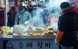 Comida de la calle alrededor de Seul, Corea del Sur Fotos de archivo