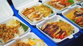 Comida de la calle en Asia Mercado de los mariscos comidas listas en la calle comida asiática tradicional, viaje y turismo en Asi almacen de metraje de vídeo