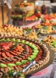 Comida de la comida fría del banquete en la exhibición Foto de archivo libre de regalías