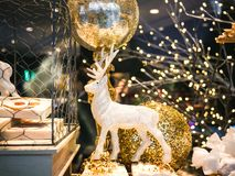Comida de la Navidad y decoraciones tradicionales de los juguetes Foto de archivo